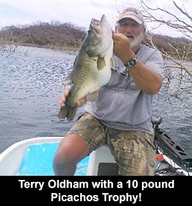 Terry-Oldham-with-a-10-pound-Picachos-Trophysm
